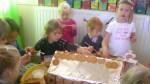 peperkoekenhuisje maken 2011 026
