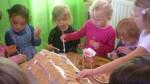 peperkoekenhuisje maken 2011 033