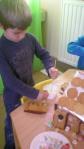 peperkoekenhuisje maken 2011 041