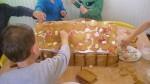 peperkoekenhuisje maken 2011 056