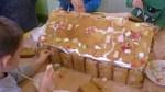 peperkoekenhuisje maken 2011 061