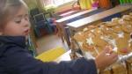 peperkoekenhuisje maken 2011 086